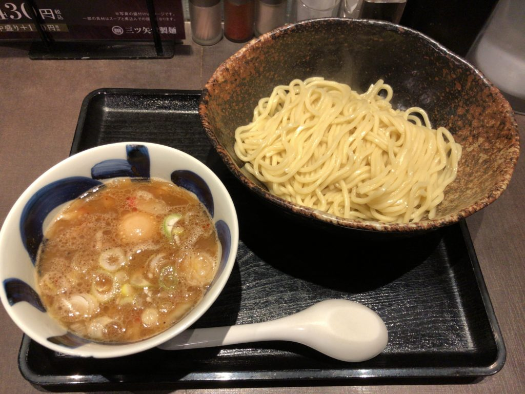 【三ツ矢堂製麺】ゆず風味のつけめんが美味しいラーメン屋 つけめん